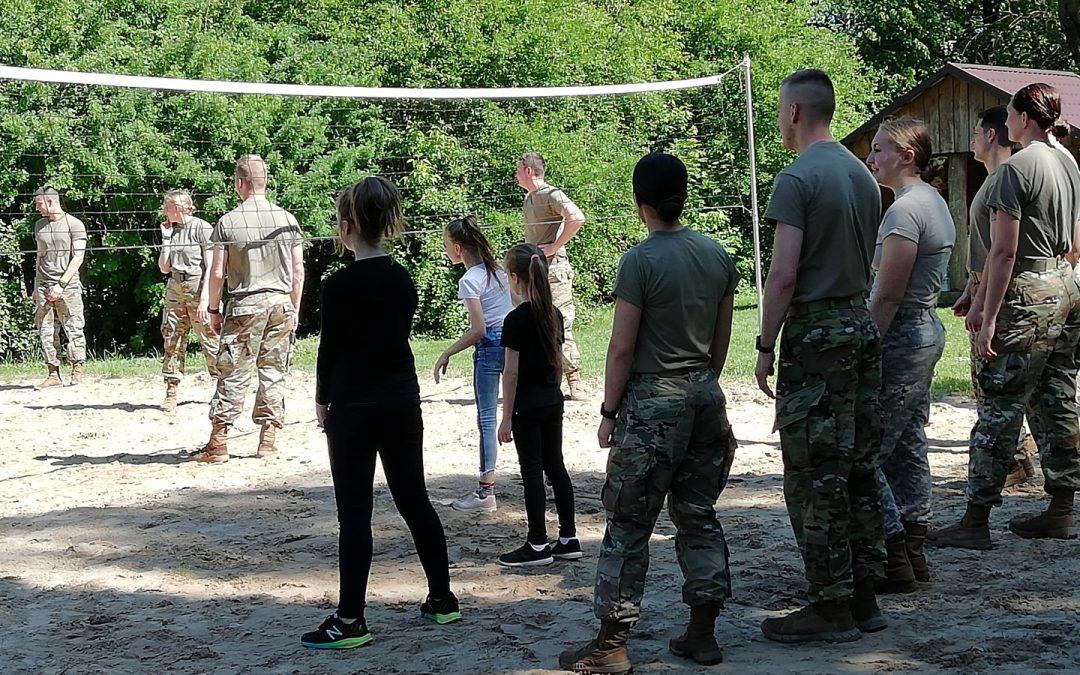 Vaikų ir karių susitikimas